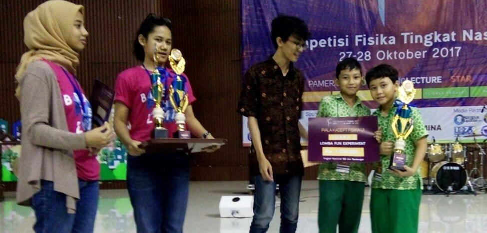 Dua Siswa SDIT Nurul Fikri Juara di Fun Experiment UI 2017