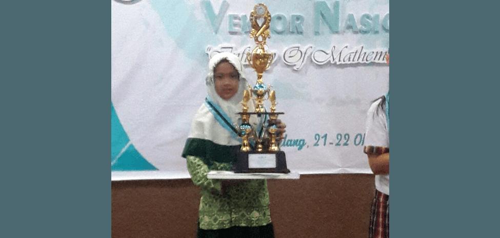 Sarah Juara I MHQ Kategori 3 Juz di Lomba RISWAN