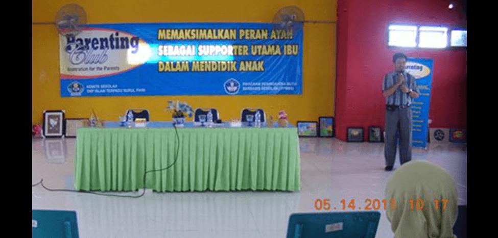 Seminar Parenting Untuk Orang Tua Siswa SMP