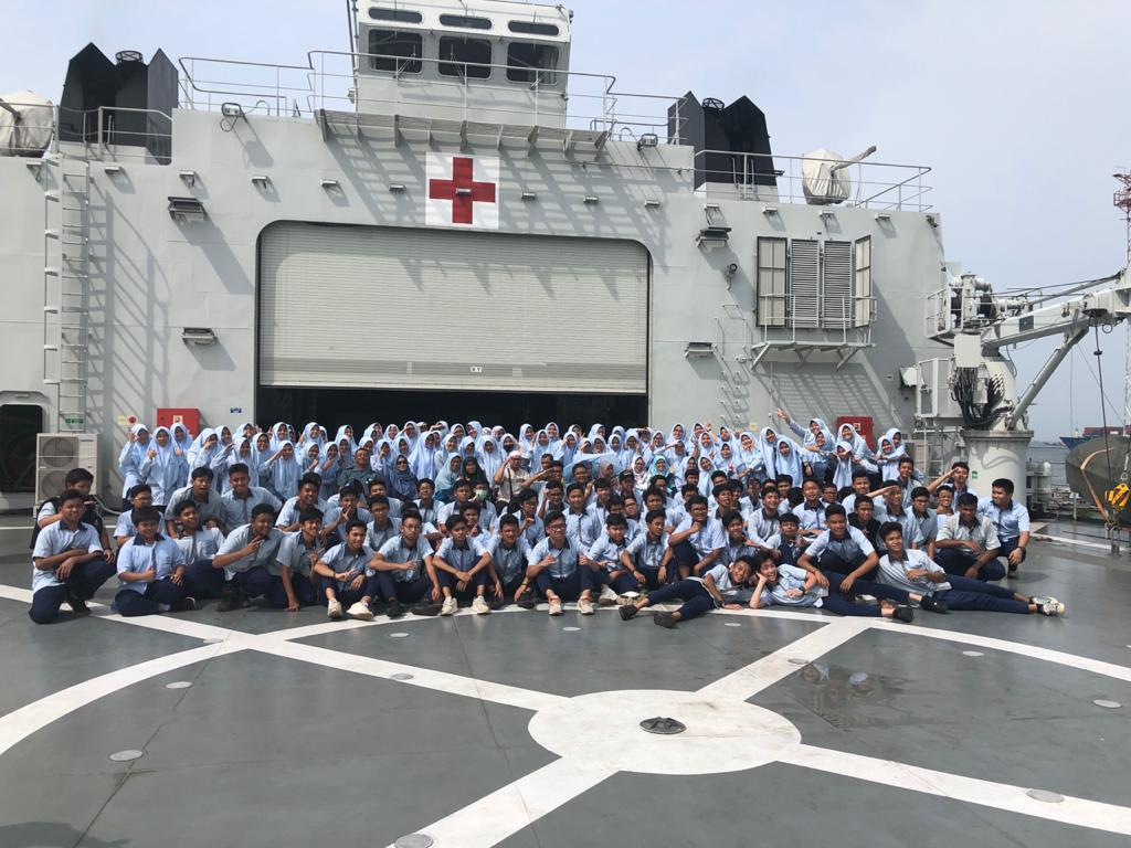 Kenalkan Kebaharian, SMPIT Nurul Fikri Kunjungi KRI Semarang-594